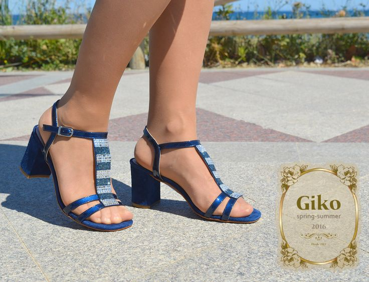Preciosas sandalias con strass