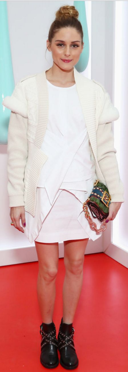 Who made  Olivia Palermo's white cardigan sweater, blue chain handbag, and black cross boots?