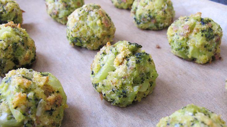 Bulete de broccoli si parmezan. Coapte în cuptor și pline de nutrienți, aceste bulete se pot servi calde sau reci și sunt o alternativă sănătoasă la binecunoscutele bulete de cașcaval.