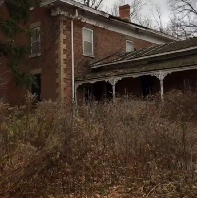 """incineratordump: """"A creepy video of an abandoned house exploration I did in November. """""""