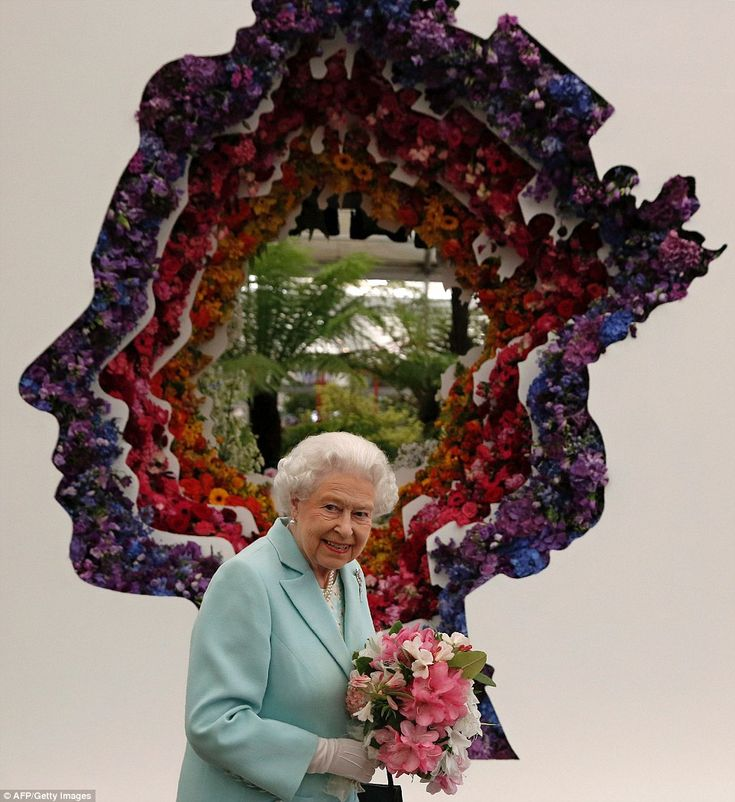 The Queen was clearly impressed by the 'Behind Every Great Florist' design, which pays tribute to the monarch's image