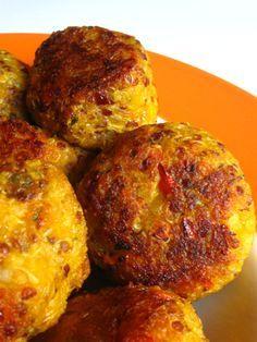 Ich bin im Kürbis-Fieber! Kürbis-Gnocchi , Kürbis-Suppe  und Kürbis-Schnitzel  waren bloß der Anfang. Letzte Woche waren Kürbis-Quinoa-Bäl...