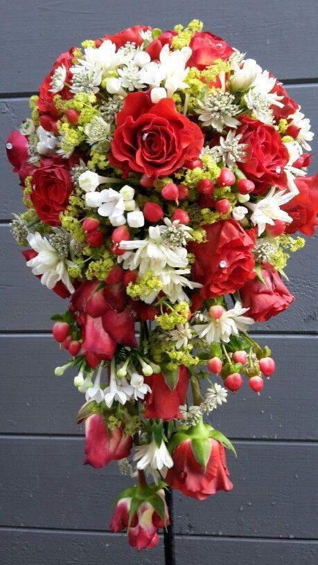 #waterval boeket met rode rozen