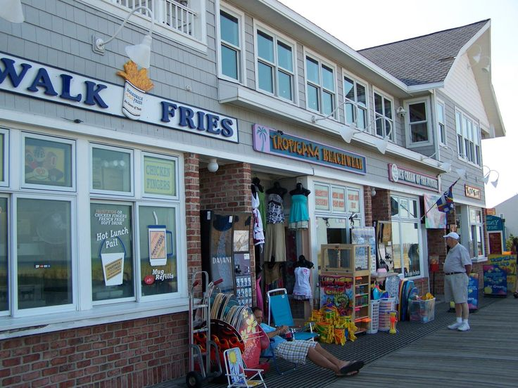 mmmmmm Boardwalk Fries, so salty.  If only you could keep the seagulls from dive bombing you while you eat them lol!  Bethany Beach, DE