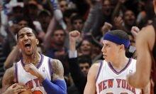Se completó la jornada dominical de los cuartos de final de las eliminatorias de la NBA y en la Conferencia Este los Knicks de Nueva York sobrevivieron de momento a los Heat de Miami, mientras que los Celtics de Boston y los Sixers de Filadelfia lograron el tercer triunfo que los colocó a otro más de estar en las semifinales. Ver más: http://www.elpopular.com.ec/52074-los-knicks-sobreviven-celtics-sixers-y-lakers-ya-piensan-en-las-semifinales.html