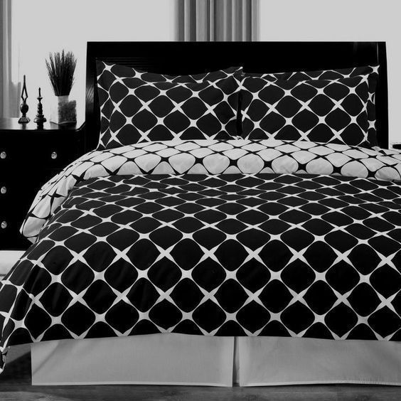 Modern Geometric Pattern Black and White 100 percent Egyptian Cotton Duvet Cover and Shams Set.  The bedding set is reversible to the opposite print for two look in one.
