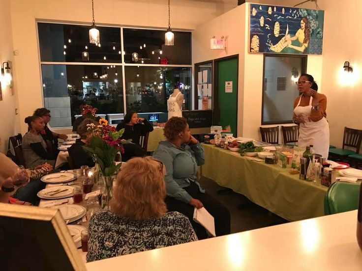 #Vegan Cooking Classes at Chive Kitchen in Downtown Farmington on November 20th from 7:30 pm til 9:30 pm!! 5 course meal!   #FauxThanksgiving Extravaganza!  And yes all the favorites are on the menu!!! Even Ques Famous #VeganMacNCheez!  Register for your class now! Classes are filling up quickly!   Click the link below…