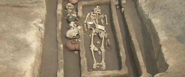"""Çin'de 5 bin yıllık """"dev insan"""" iskeletleri bulundu"""