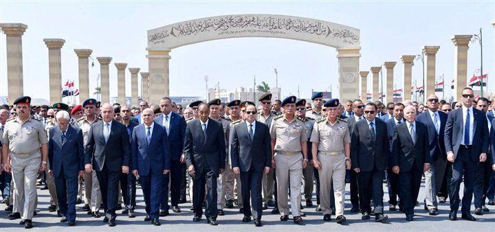 شاهد الرئيس السيسي يتقدم الجنازة العسكري لـرئيس أركان حرب القوات المسلحة الأسبق وبجواره المشير طنطاوي