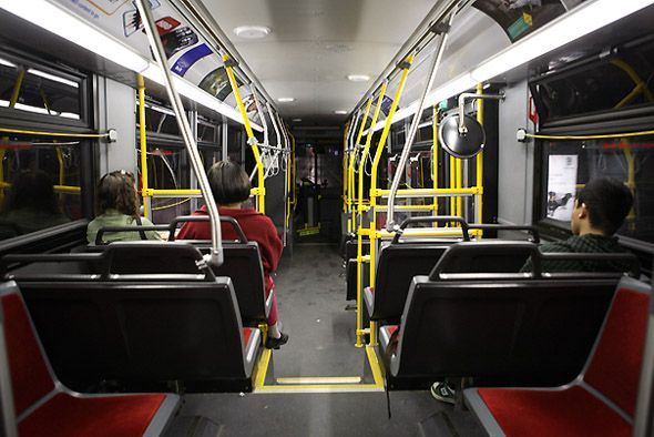 20090822-ttc hybrid bus orion interior.jpg (590×394)