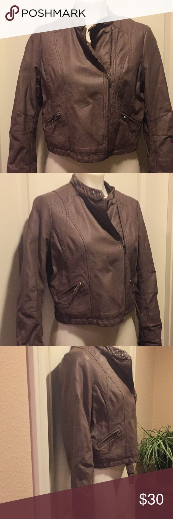 Laura Conrad Jacket🌟 Laura Conrad jacket in excellent condition. Fully lined and super cute, thanks for looking 😊 LC Lauren Conrad Jackets & Coats