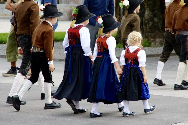 29 Photos That Will Make You Want to Visit Austria: Austrian kids in national costume, Innsbruck