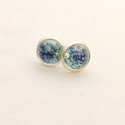 Silver colored earrings with blue flowers