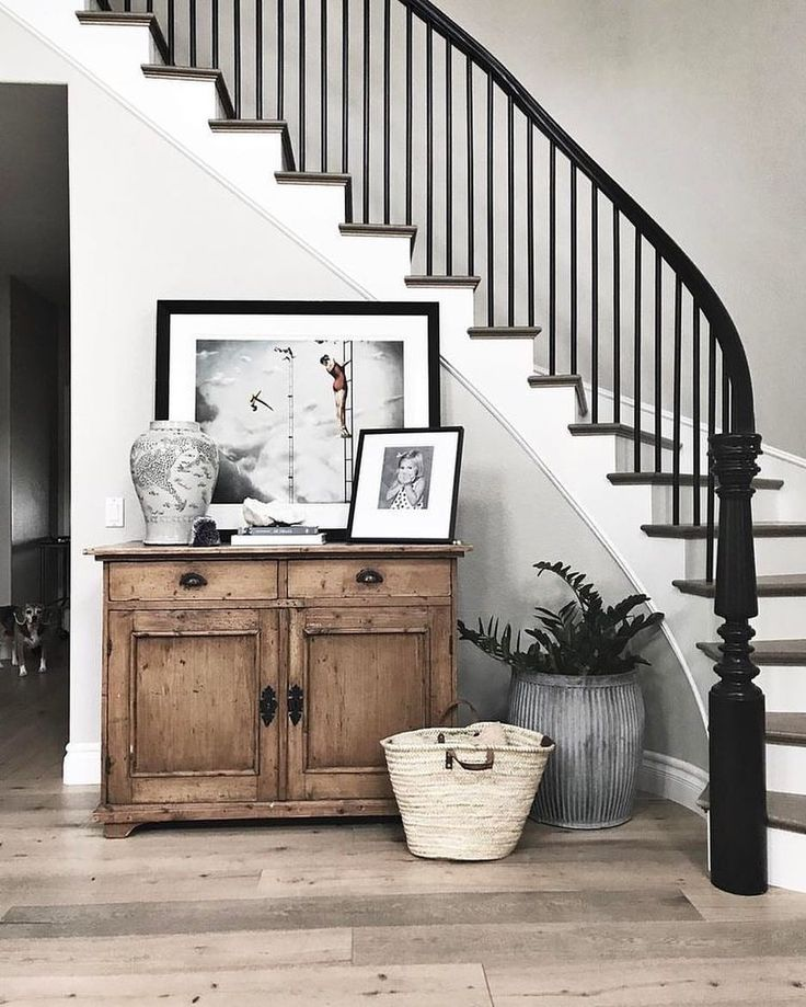 "126 Likes, 5 Comments - Barbara Town (@barbaratown) on Instagram: ""entryway bliss ✨ photo from @greigedesign"""