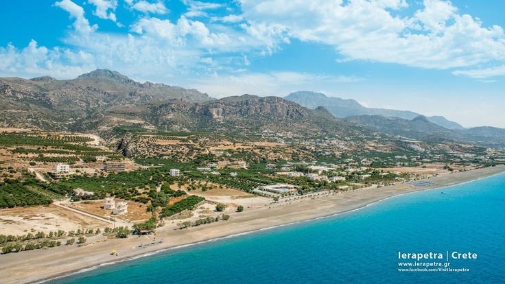 Long beach in #Ierapetra, aerial view. |   Μεγάλη παραλία Ιεράπετρας.  (CC-BY-SA 3.0)