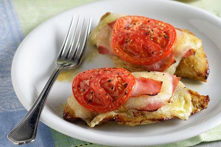 Φιλέτα κοτόπουλου με τυρί, ζαμπόν και ντομάτα στο φούρνο - Συνταγές | γαστρονόμος