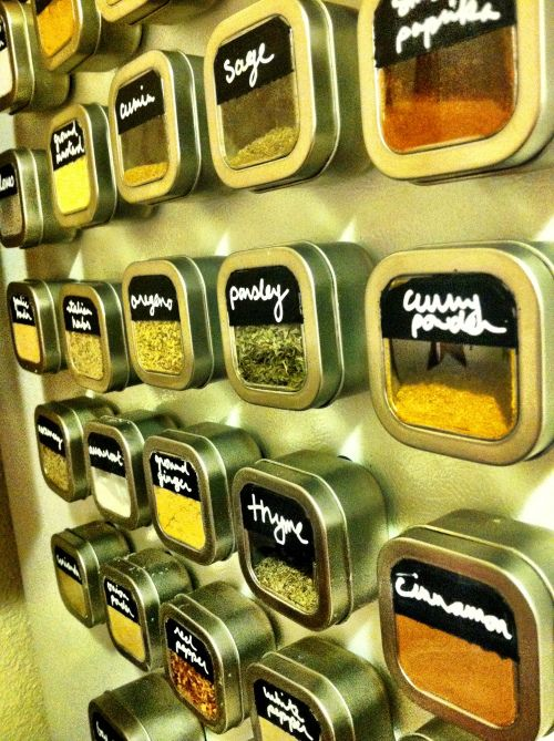 DIY Magnetic Spice Containers.  Very Cute and practical! And idea for tea..? Larger tins.