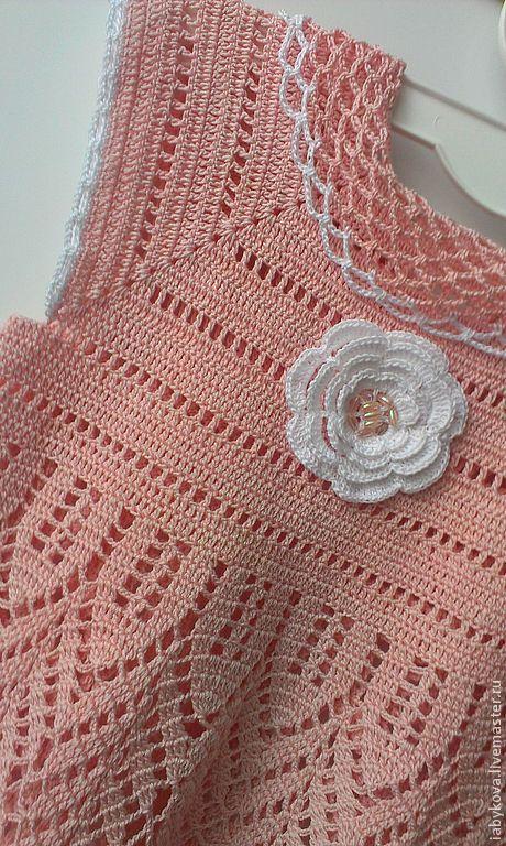 Купить или заказать Платье для девочки 'Нежность'. в интернет-магазине на Ярмарке Мастеров. Красивое нежное платье для малышки. Связано из 100% хлопка. В комплект можно добавить летнюю шапочку.