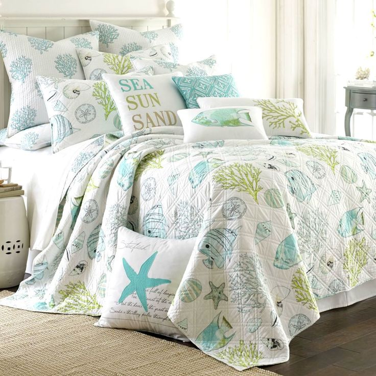 Sea, sun, sand.... bedding with an eternal summer feeling: http://www.completely-coastal.com/2010/07/coastal-and-nautical-bedding.html