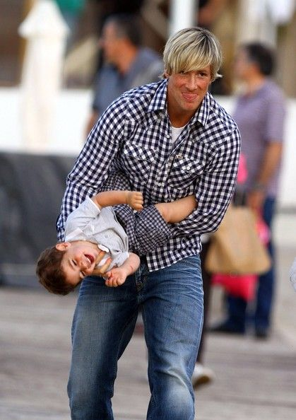 Fernando Torres Photo - Fernando Torres Out With His Family