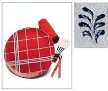 Pasta grezza Pasta densa, ruvida, dall'aspetto simile a quello della sabbia. Conferisce una superficie molto porosa, scura ed uniforme. Si usa per tecniche a spessore, si lavora con la spatola. È pronta all'uso. Aderisce perfettamente su tutti i supporti. Può essere colorata dopo l'essiccazione oppure miscelata a tutti i colori diluibili in acqua; è molto bella anche al naturale. Il tempo d'essiccazione varia in funzione dello spessore applicato.