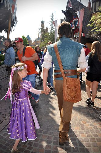 I know an awesome dad when I see one! heck i want my future husband to bring me to disney and us go around dressed like Eugene and Rapunzel! haha!