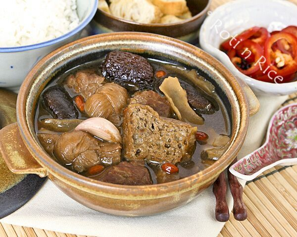 Bak Kut Teh (Pork Ribs Tea) is a Chinese herbal soup with dong gui known for its warming properties. This comforting dish is perfect for the colder months. #chinesefood #comfortfood #herbalsoup