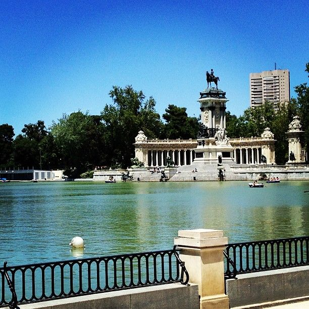 Parque del Retiro, Madrid, Spain [January 1988]