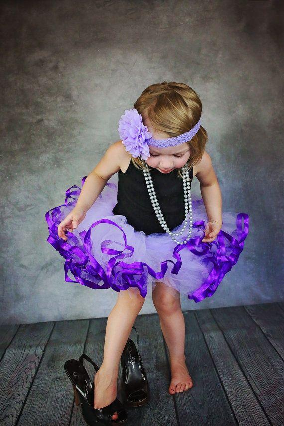 Púrpura la cinta del satén recortada Petti tutu. por CassidyChristy