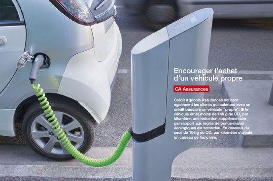 """Crédit Agricole Assurances soutient également les clients qui achètent avec un crédit bancaire un véhicule """"propre"""". Si le véhicule émet moins de 140 g de CO2 par kilomètre, une réduction supplémentaire par rapport aux règles de bonus-malus écologiques est accordée. En dessous du seuil de 106 g de CO2 par kilomètre s'ajoute un cadeau de franchise."""