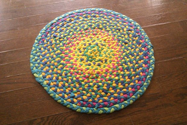 Picture of Make a braided t-shirt rug - Love this tutorial on making a t-shirt rag rug.... http://www.instructables.com/id/Make-a-braided-t-shirt-rug/?ALLSTEPS