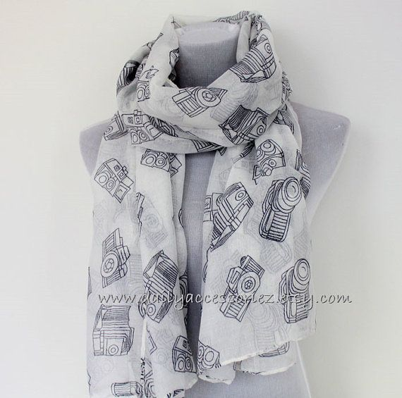 Hey, I found this really awesome Etsy listing at https://www.etsy.com/listing/205909665/camera-scarf-old-fashioned-camera-print