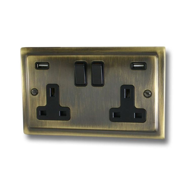 Victorian Antique Brass Socket with USB (2 Gang/Black Switches)