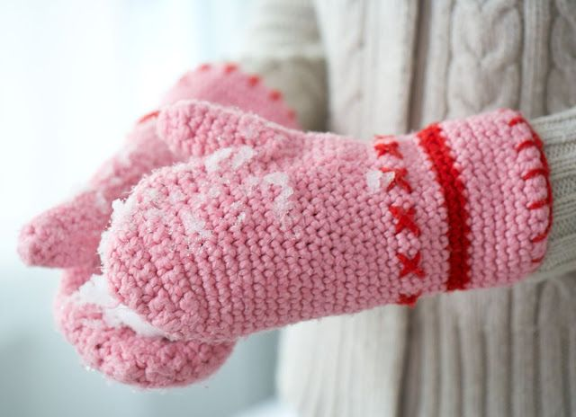 Hello Kitty Mittens Knitting Pattern : 1000+ images about crochet mittens on Pinterest Mittens, Mittens Pattern an...