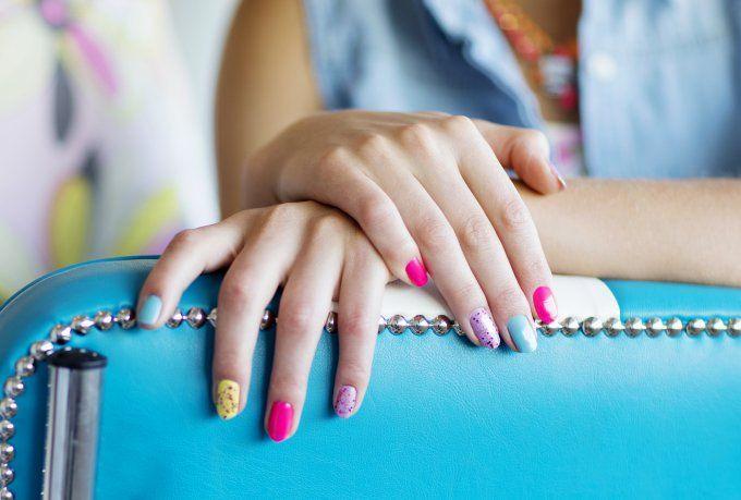 Nail Art: Fake-Nails müssen nicht billig aussehen: aufklebbare Nails sind voll stylish und bereiten Sommerlaune