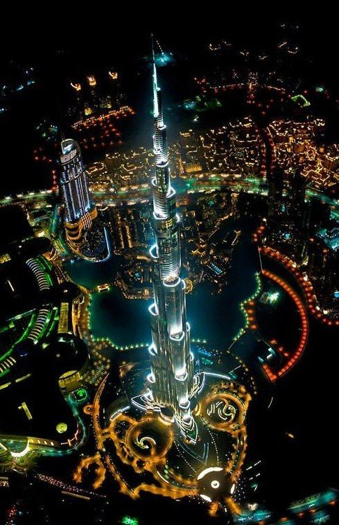 ドバイにある、世界一高い超高層ビル、ブルジュ・ハリファのライトアップ画像