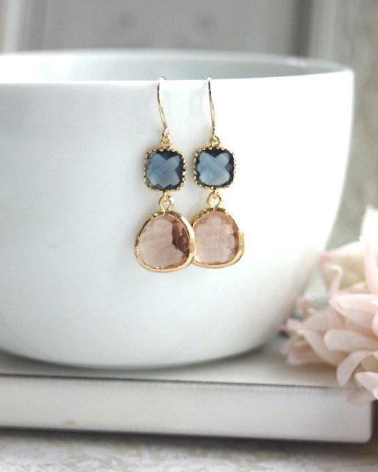 Azul marino, melocotón, champán, oro :: Navy blue, soft peach, gold