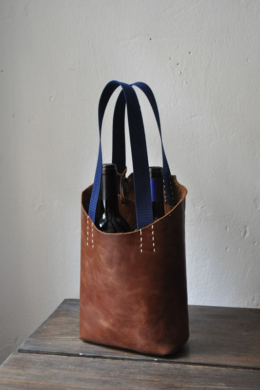 the leather bag for two wine bottles