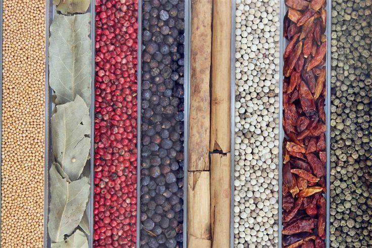 Mustard: plant seeds (Brassica) Mediterranean, is a very hot spice - Laurel: Tree leaves (Laurus nobilis), typical Mediterranean cuisine seasoning - Pink Pepper: Pepper False, sheaths a bush (schinus terebinthifolius) from Brazil, sweet, aromatic and not very spicy - Juniper: Fruit of native juniper bush (Juniperus communis) in the northern hemisphere tundra, used for gin and seasoned meats - Cinnamon: dried bark (Cinnamomum rerum).. - by…