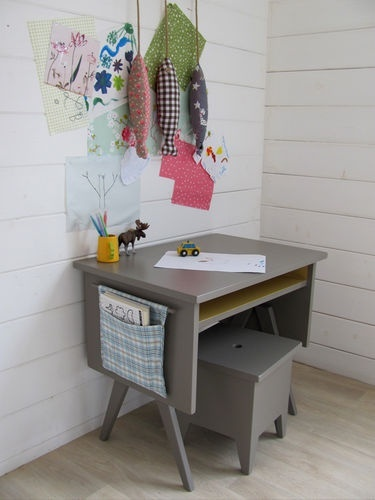 10 KIDS DESKS