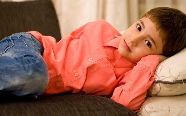 Gabriel Voinea, în vârstă de numai 6 ani, nu se poate bucura cum se cuvine de copilărie întrucât nu poate vorbi și nici auzi ce spun părinții și prietenii. Încă de la naștere, băiatul a fost diagnosticat cu hipoacuzie neurosenzorială bilaterală profundă.