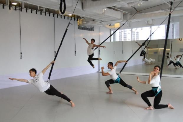 Stories to Tales theatre, bungee dance workout in Bangkok, Thaliand