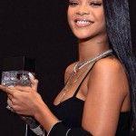 "Rihanna lancia ""Rouge Fragrance"", un profumo da uomo"