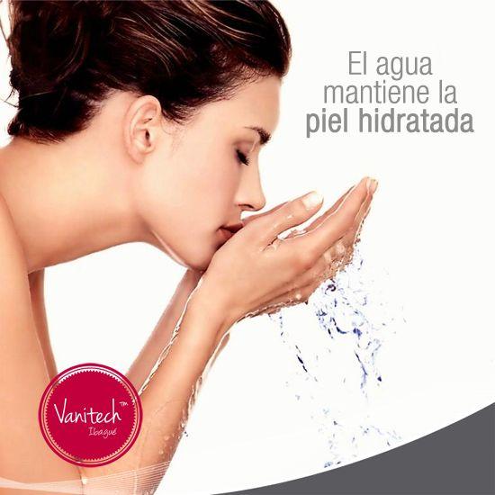 Una de las mejores formas de mantener la piel hidratada y hermosa es tomar al menos 2 litros de agua diario