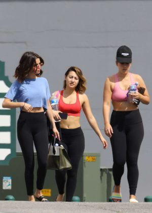 17d06a62ae0 Selena Gomez steps out for pilates with friends in Los Angeles – GotCeleb