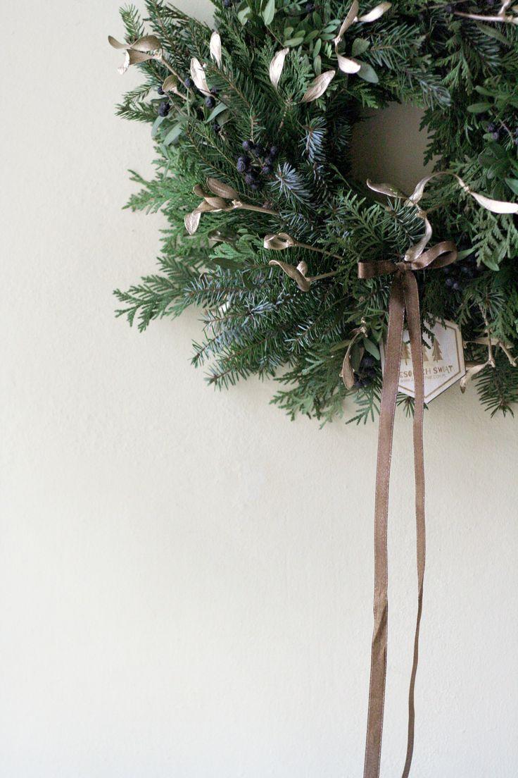 decorations for Christmas by AKURATNIE kwiaty   www.akuratnie.com.pl  www.facebook.com/akuratnie.kwiaty  www.instagram.com/akuratnie.dw  #akuratnie #naturalny #wianek #święta #wesołychświąt! #świętacorazbliżej #natural #wreath #christmas #christmasiscoming #christmastime #naturalwreath #christmaswreath