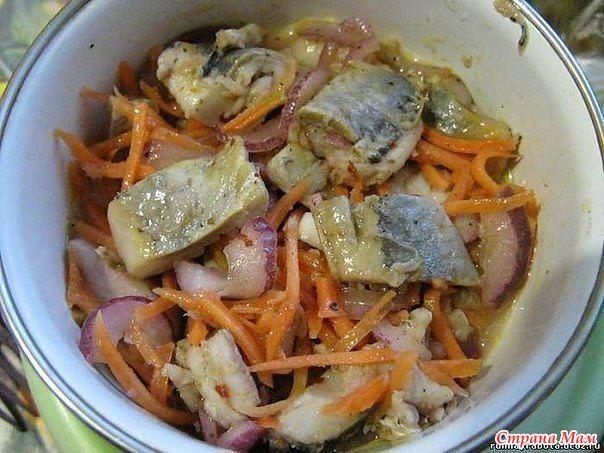 """Селедка """"ХЕ"""" - обалденно вкусно! Нам потребуется: сельдь св. мороженная 3 шт морковь 3 шт лук репчатый 2 шт чеснок 2 зубчика уксус 9% 200 мл"""