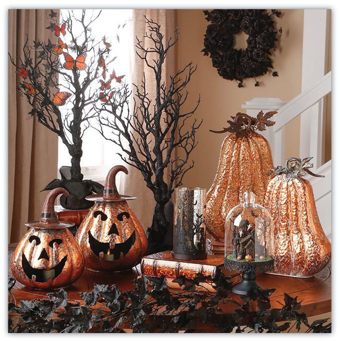 traditional halloween dcor and colors blend with an abundance of floral carries the fright throughout