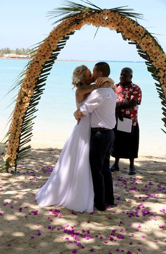 How to do the best Fiji Wedding. For those who are planning a destination island wedding! Check it out now at www.foreversoles.com. Photos by Bula Bride and  Forever Soles