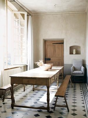 This screams Tuscan/Country/Bay. Simple, yet very chic.